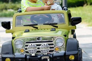 Tại sao một chiếc ô tô điện trẻ em tự lái và điều khiển lại có sức hút lớn đến như vậy?
