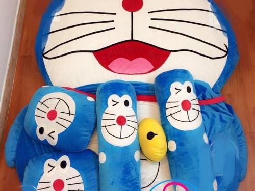 nệm thú bông cho bé mèo Đô rê Mon
