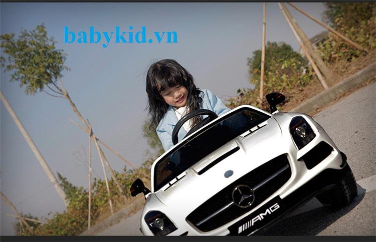 xe-ô-tô-điện-trẻ-em-SX128-trắng