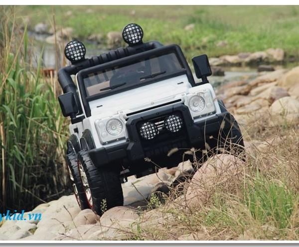 xe-ô-tô-điện-trẻ-em-F-006-màu-trắng-600x496